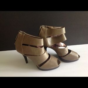 Rampage Back Zip Up Peep Toe Heels Size 9